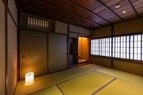 茶室の土壁は年月と共に味わいがでる「蛍壁」の土壁。