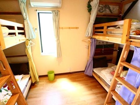 【個室】4人部屋、二段ベッドが2台あるお部屋。