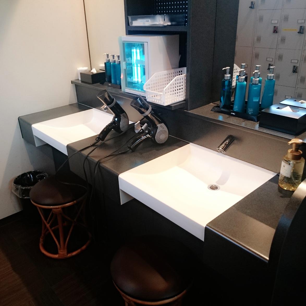 1階 男性大浴場 更衣室