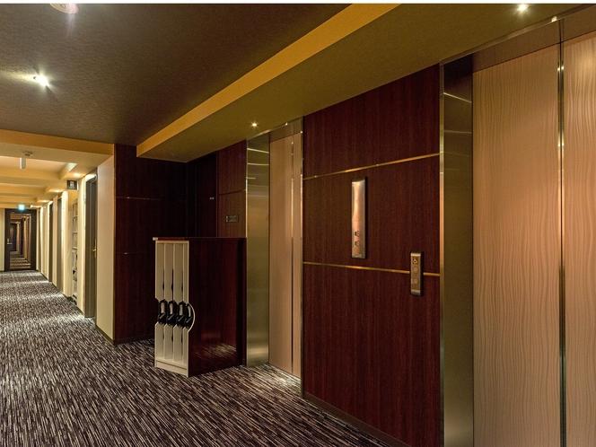 9F エレベーター前 廊下