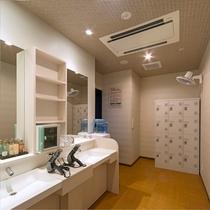 1階 ●女性大浴場 脱衣所