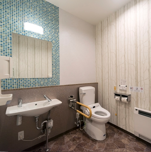 1階 多目的トイレ バリアフリー設計!ベビーベッドも設置!