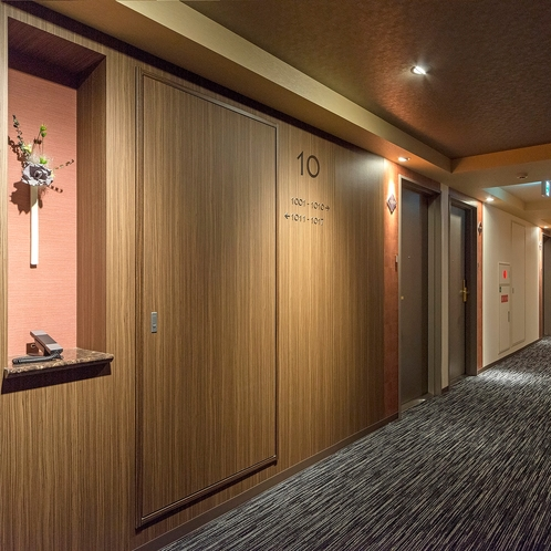 10階 エレベーター前廊下・フロア電話