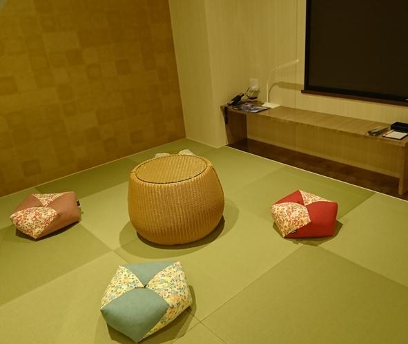 最上階 ゆったり安らぎの和室とスタイリッシュなベッドルームを備えた和洋室~畳スペース~