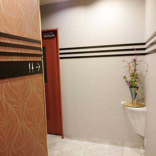 1階 お手洗い前通路・多目的トイレ前
