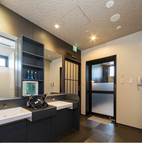 1階 ●男性大浴場 脱衣所