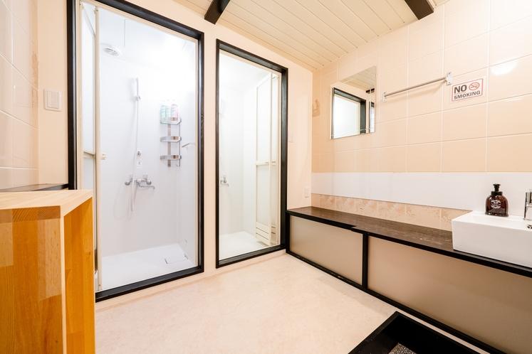 シャワー室(男女共用ドミトリー(二段ベッド))