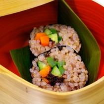 *マクロビオティック料理一例/マクロビの標準食を一品でまかなえるという玄米ロール!