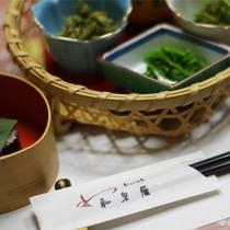 *夕食一例/豪華さはありませんが、素朴で滋味あふれるお料理を大切にしております。