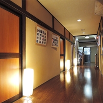 *館内の様子/木造の日本家屋の造りが温泉旅館ならではの良い雰囲気を醸し出しています。