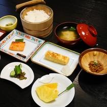 *朝食一例/郷土食をベースに四季折々のメニューを提供しています。
