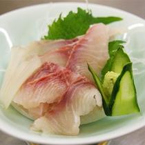 *夕食一例/鯉のあらい。※鯉料理が苦手な方には代わりのお料理をお出しします。