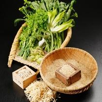 *丹精込めて作られる棚田米や、新鮮で瑞々しい野菜と山菜をシンプル&ヘルシーに。