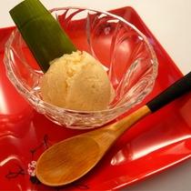 *マクロビオティック料理一例/デザートのアイスも乳製品、卵不使用で体への負担が少ない。
