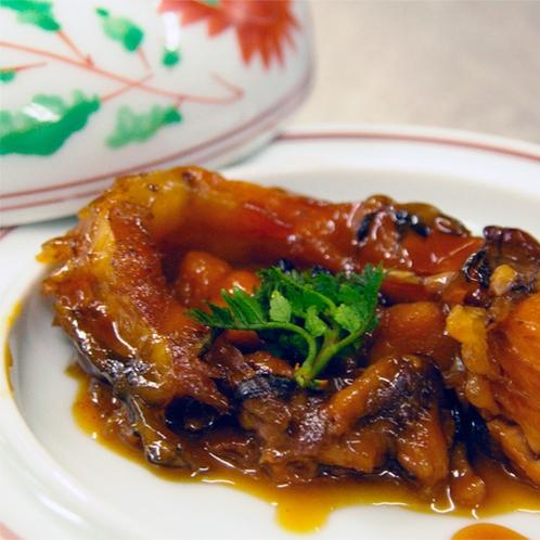 *夕食一例/鯉の甘露煮。※鯉料理が苦手な方には代わりのお料理をお出しします。