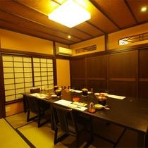*食事処/優しい灯りと和の空間の中でのお食事は、普段味わえない贅沢なひととき。