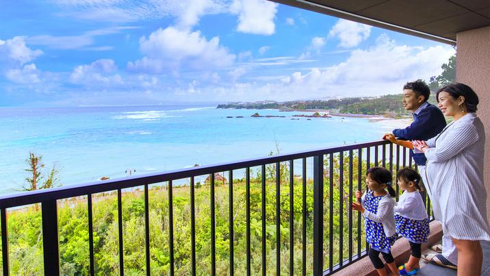 「沖縄らしさ」を感じられる景色がお部屋からでも一望できます