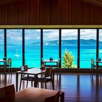 【食事処「海の坊」】沖縄らしい太陽の光によって変わりゆく海の色。流れゆく雲の風景に時を忘れます_
