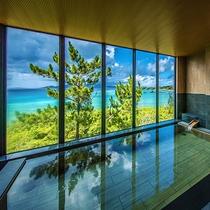 【大浴場(女性)】眼下に広がるコバルトブルーの景色。「旅の疲れを癒す」とは、正にこのことでしょう_