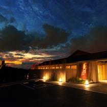 【外観】沖縄の海を感じて過ごす、オールスイート旅館。「食」を愉しみ、時に身を委ねる贅沢なひと