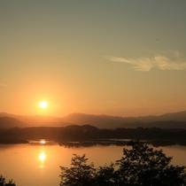 御所湖の夕日