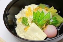 生湯葉と旬野菜の冷製炊合せ