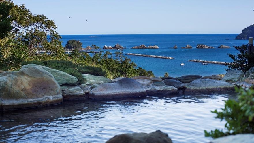 【太平洋を望む温泉露天風呂】夜は星空を眺め、朝は本州最南端で朝日をご覧ください。