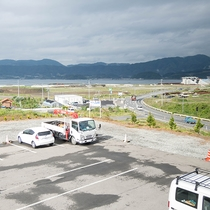 *【当館周辺】高台に位置しているため遠くは海が望めます。