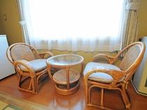 【客室備品】和室のイスとテーブル