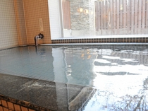 【温泉】毎日湯抜きして清掃しているため、綺麗なお湯に浸かることができます。