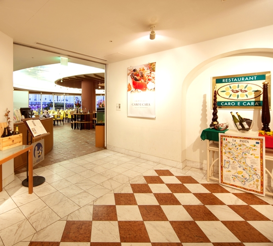 【カーロ・エ・カーラ】ホテルのメインダイニング入口