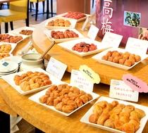 【感動の朝ごはん】大人気・約15種類の梅干し食べ比べ!