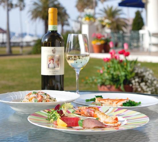 【カーロ・エ・カーラ】晴れの日はガーデンテラスでもお食事できます