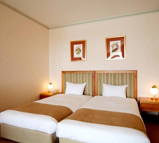 ハリウッドツインのベッド (オーシャンビューバス・バルコニールーム)※一例