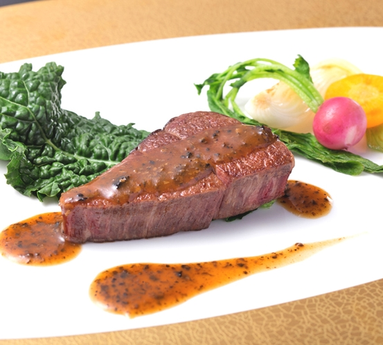 【国産牛ヒレ肉のグリル 黒トリュフソース】※特別コース「スペチャーレ」で食べられます!