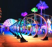 フェスタルーチェ/40m強の光のトンネルをくぐると、ドーム型建物が。光の起源のショーを体験できます!