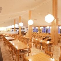 食事会場が内装・レイアウト共に新しくなりました