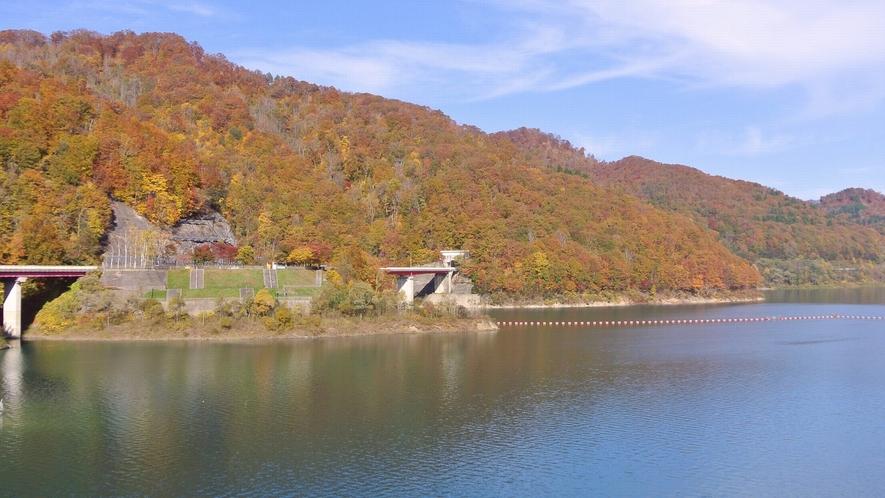 【宝仙湖(玉川ダム湖)】紅葉