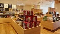 【売店】売店では、秋田の名産品を取り揃えております。
