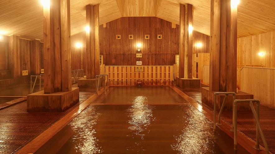 【大浴場】当館自慢の大浴場はすべて木造となっております。