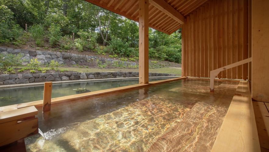 【露天風呂】ぶなの森に風が爽やかな露天風呂