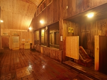 大浴場は、10種類以上の浴槽があり、お客様のお体に合わせてご利用いただけます。