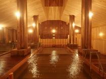 木造の大きな大浴場には感動します