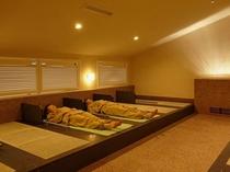 【屋内岩盤浴】朝晩はフリータイム制、日中は予約制。予約制になり1日の計画が立てやすくなります。