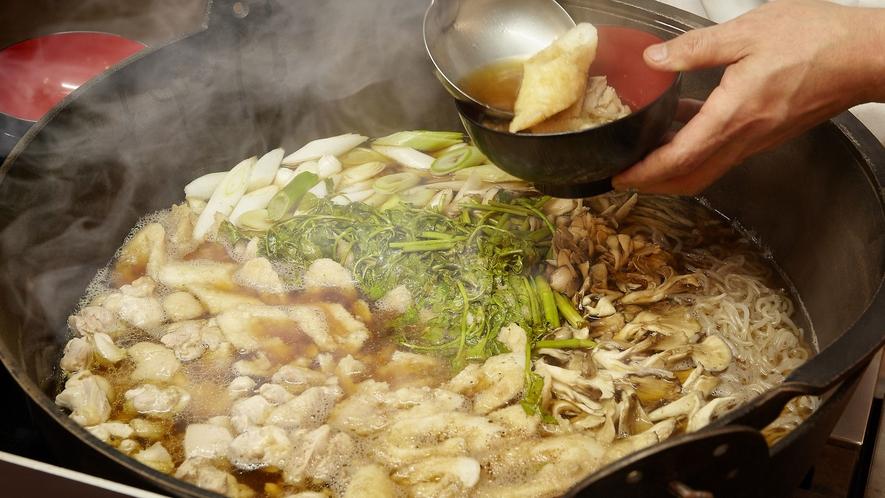 【夕食バイキング一例】オープンキッチン秋田名物きりたんぽ鍋