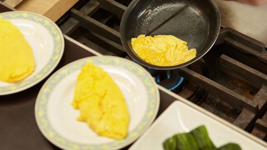 【朝食バイキング一例】オープンキッチンでアツアツを召し上がれ♪