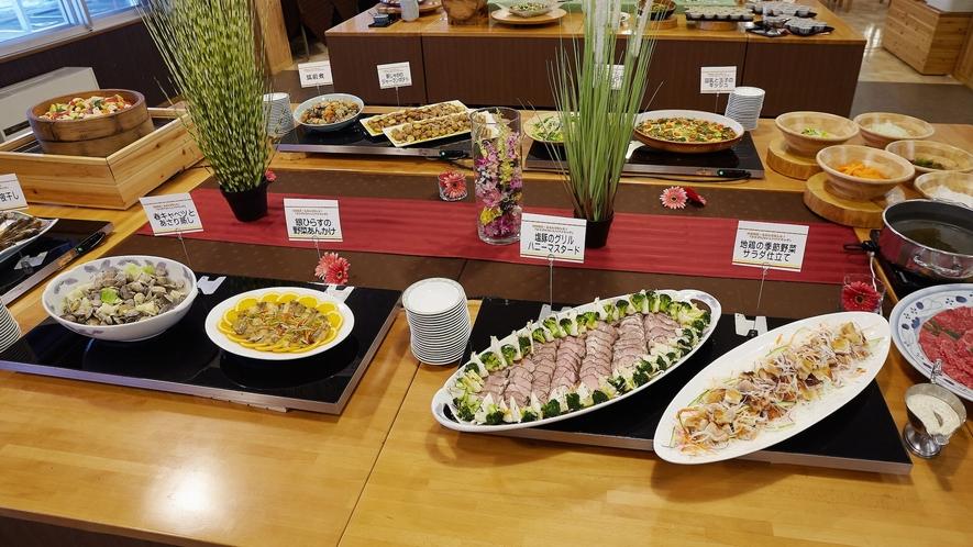 【夕食バイキング一例】彩も鮮やかな「カラダ」おいしいメニュー