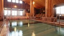 【大浴場】リニューアルされ明るく開放的になった大浴場