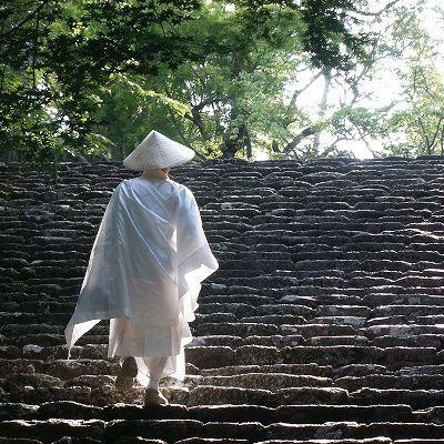 讃岐地はお遍路さんが行き交います。各々に祈りを込めて歩く四国88ヶ所巡り。