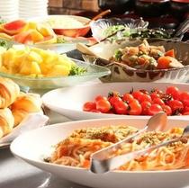 ◎朝食は和洋のバイキングスタイル。好きなものが選べられるのでお得!